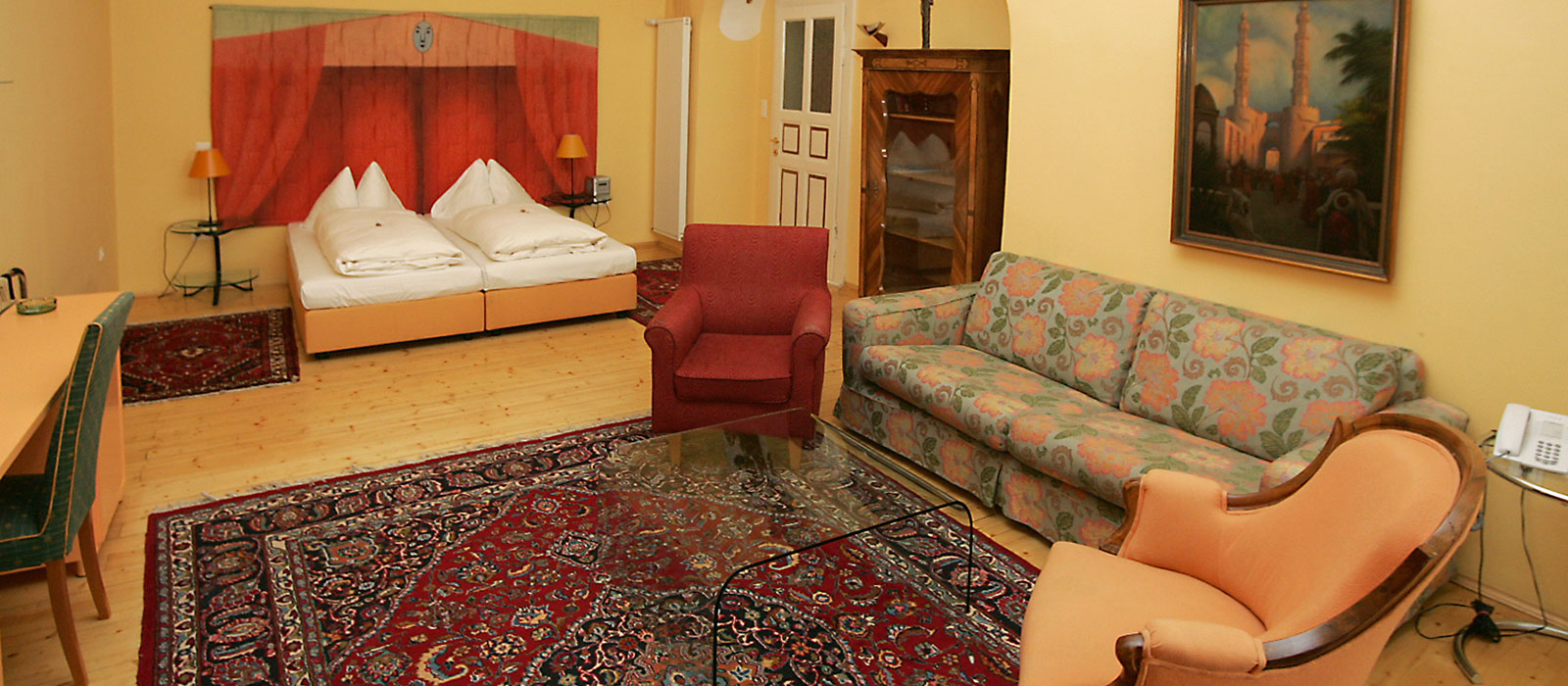 Double room with sofa bed hotel zum dom graz hotel for Hotel room with sofa bed