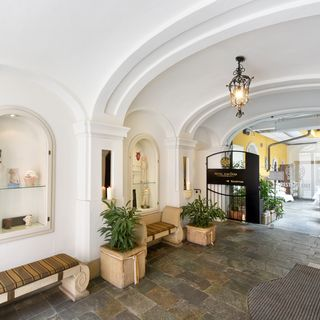 Entrance to the lobby and reception of Boutiquehotel Dom Graz